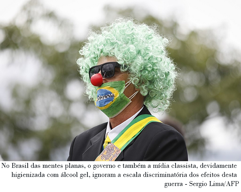 A supporter of the Brazilian President Jair Bolsonaro takes part in a protest against the National Congress and the Supreme Court while wearing a protective face mask to prevent the spread of the new Coronavirus, COVID-19, in Brasilia, on March 15, 2020. (Photo by Sergio LIMA / AFP)